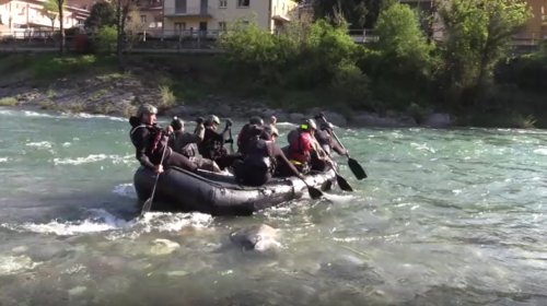 fiume gommone militari croce blu soccorso
