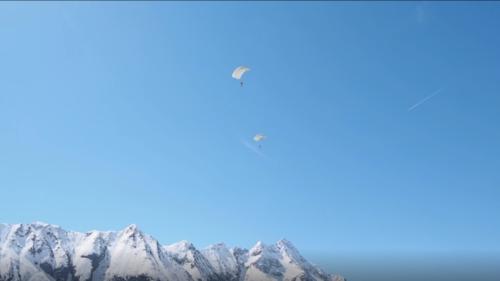 paracadute croce blu esercitazione